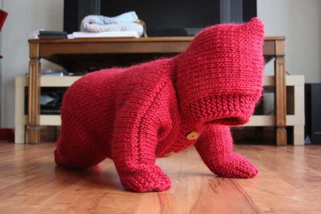 Big Red Jumpsuit by Anak babi ilang. The hood is an adorable addition to this Drops free knitting pattern!