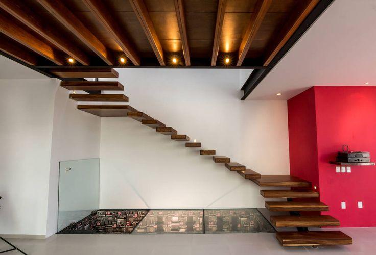 BANG arquitectura の モダンな 廊下&階段 Escaleras y acceso a la cava