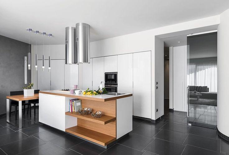 Nowoczesna kuchnia, w której motywem przewodnim są detale z metalu. Fajna? #design #urządzanie #urząrzaniewnętrz #urządzaniewnętrza #inspiracja #inspiracje #dekoracja #dekoracje #dom #mieszkanie #pokój #aranżacje #aranżacja #aranżacjewnętrz #aranżacjawnętrz #aranżowanie #aranżowaniewnętrz #ozdoby #kuchnia #kuchnie