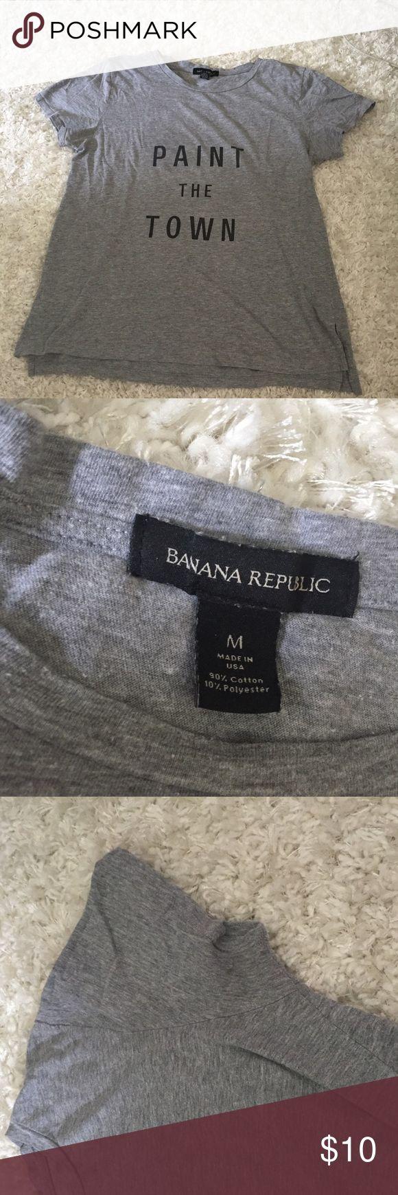 "Banana Republic tee Banana republic "" paint the town"" tshirt. Great condition Banana Republic Tops Tees - Short Sleeve"