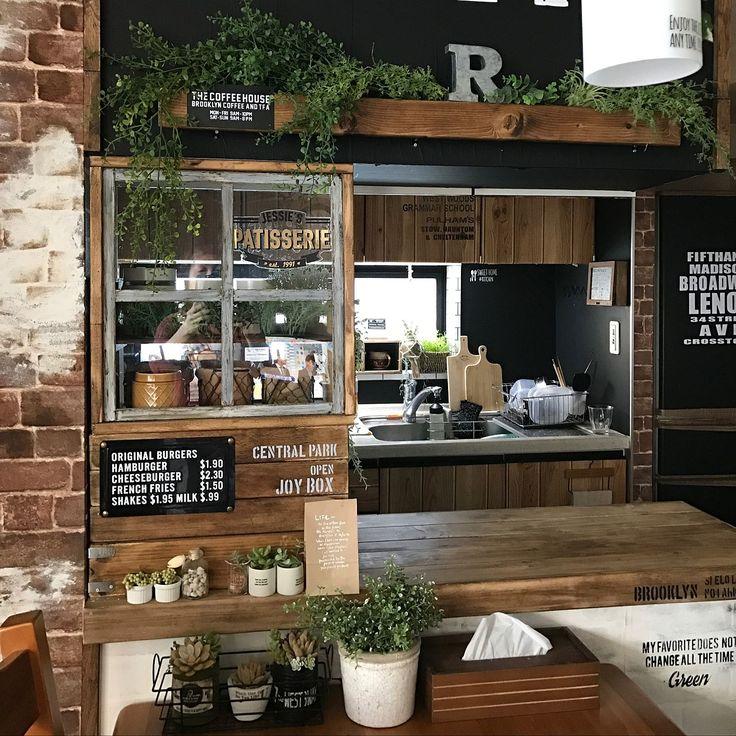 キッチン収納を増やしたい方は、お財布にも優しい便利アイテム「カラーボックス」や「スチールラック」を利用してキッチンカウンターをDIYしてみませんか?また、もっとおしゃれなキッチンをお望みの方の為に、ディアウォールを使ったカフェ風キッチンカウンターのDIY例や壁紙やタイルでおしゃれ度がUPしたキッチンカウンターのDIY例をご紹介します。