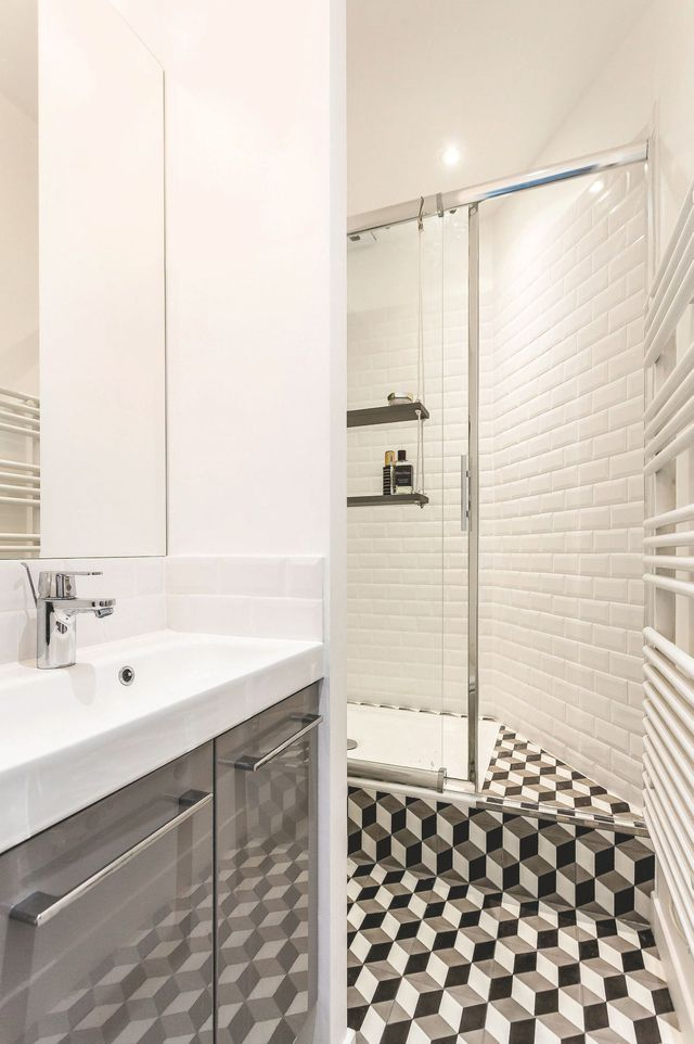 Les 25 meilleures id es de la cat gorie receveur de douche for Salle de bain carrelage metro