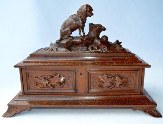 Bois antique forêt-noire en bois sculpté boîte coffret à bijoux - chien de chasse figuratives