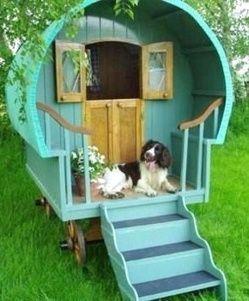 diy outdoor dog house on small wheels | Des niches pour chien, originales et insolites !