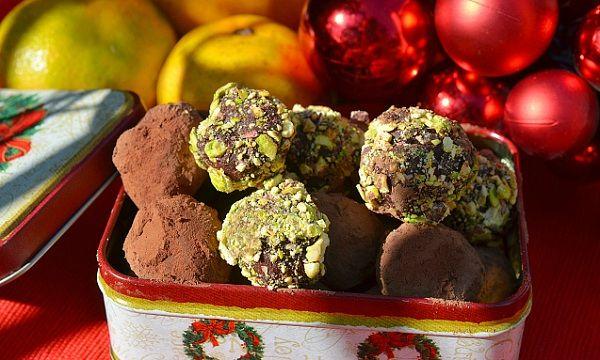 Шоколадные трюфели с ромом | Трю́фель — шоколадная конфета круглой формы с начинкой из ганаша. Эти конфеты были названы в честь гриба Трюфель, благодаря схожему внешнему виду.