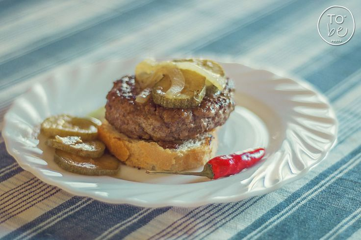 facebook.com/to.bephotography Hamburger con zucchine e cipolle all'aceto balsamico - cuoca Martina Patrone