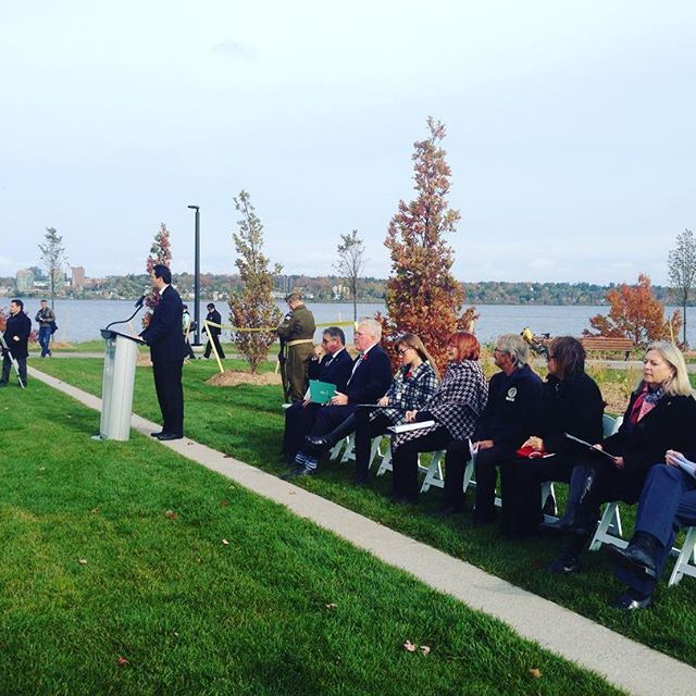 It's official! The unveiling ceremony of the beautiful new @citybarrie #Military Heritage #Park is underway with @jedi_mayor, @johnbrassardcpc, @mppannhoggarth and many more councillors, dignitaries & #veterans. #BarrieParks #visitbarrie #lakeshore