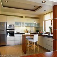 Biała kuchnia będzie naprawdę efektowna, gdy ciekawie dopasuje się do niej tworzywa i ich kolory na blat, podłogę i ściany. Pomożemy ci podjąć trafną decyzję. GALERIA białe kuchnie z prawdziwych mieszkań.