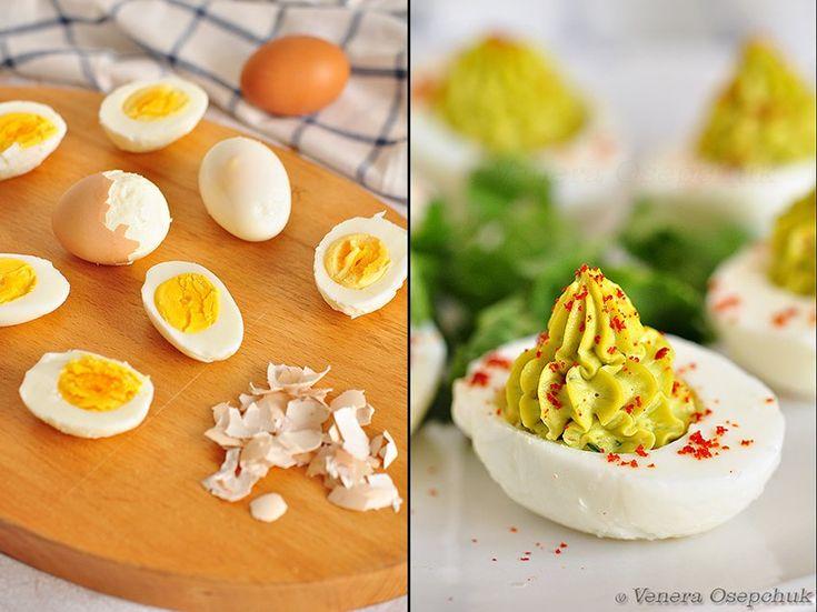 Как идеально сварить яйца вкрутую. НЕЖНЫЙ ЖЕЛТОК!    яйца залить холодной водой, дать закипеть, поварить 3 минуты, выключить огонь и дать яйцам полежать в этой же г/воде 8 минут.Далее воду слить.Залить холодной.Остудить и есть