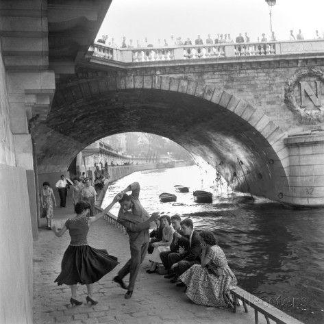 Rock 'n' Roll sur les Quais de Paris Giclee Print by Paul Almasy