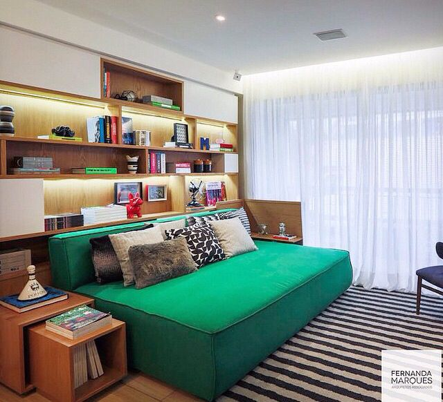 Sofa cama ____ Idéia de criado mudo.