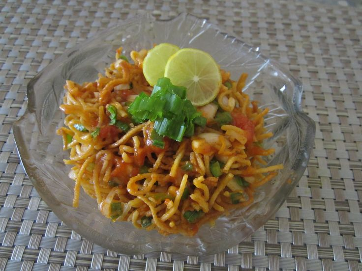 Chinese Bhel - Had this at an indian Chinese place and totally loved it!!!