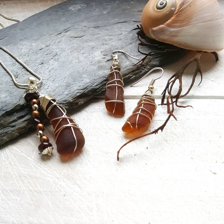 This boho earrings and pendant set was created using Irish seaglass and garnet gemstones. I know that so many people, like me, feel the call of the sea and the salty breeze in their soul. My aim is to bring a little slice of that romantic ocean escape to my customers ♡ --------------------------