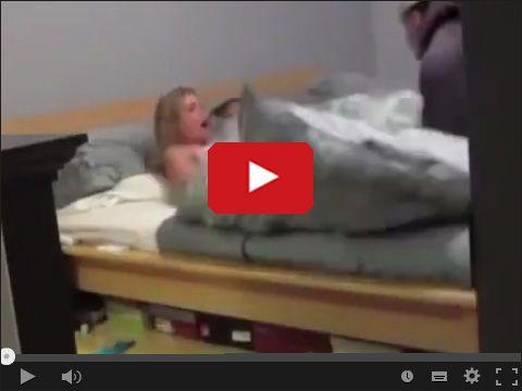 Przyłapana z facetem w łóżku