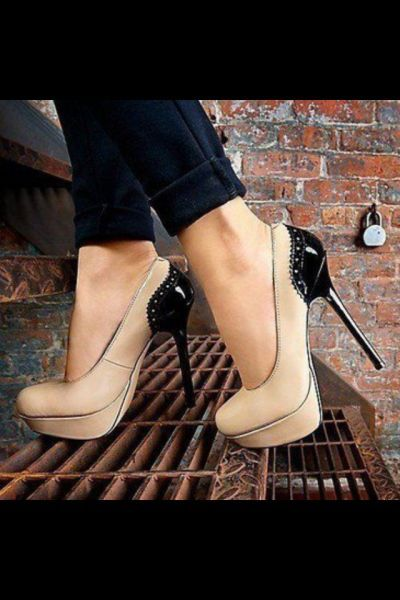 Nude shoe with black heel #shoe #heel #pumps