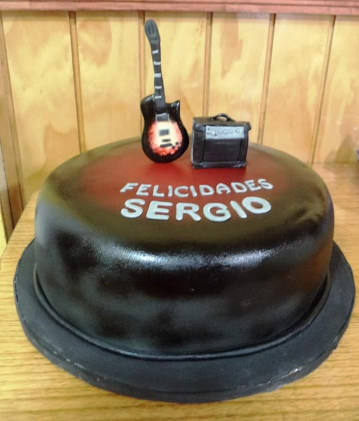 #Guitar #Music #fondant #cake by Volován Productos #instacake #puq #Chile #VolovanProductos #Cakes #Cakestagram #SweetCake