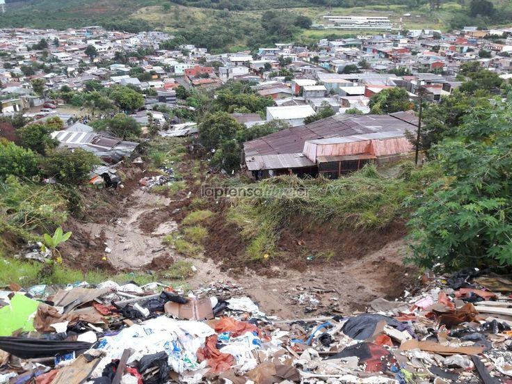 """Ya se ha dicho, mientras no se gestionen bien los residuos sólidos, y la gente bote la basura en cualquier lado, se contribuira a problemas de este tipo (Benjamín Núñez Vega)  Video: Saturación de suelo y """"mucha basura"""" provocaron deslizamientos en Los Guido https://www.laprensalibre.cr/Noticias/detalle/120045/video:-saturacion-de-suelo-y-mucha-basura-provocaron-deslizamientos-en-los-guido"""