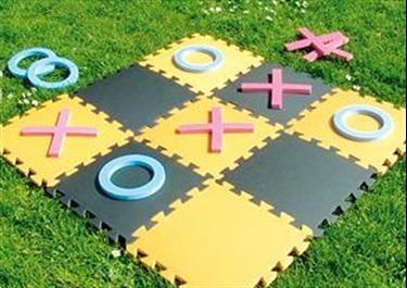 OXO: Ook dit spel bestaat in het groot om buiten te spelen. Heel eenvoudig, maar leuk en bruikbaar materiaal.