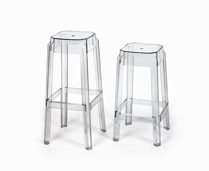 Taburetes 'Mystic Bar''. Asientos y reposapies ergonómicos, en dos diferentes alturas. Disponible sólo en color transparente.