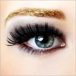 Fab faux lashes compliments the dark smokey eyes. (The site offers basic eye makeup application based on the shape of your eyes)