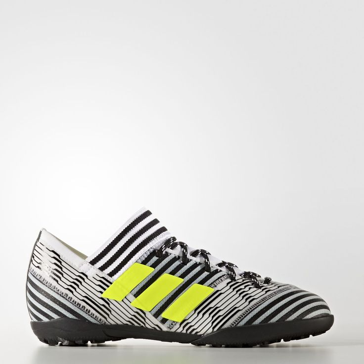 Shake off your marker. Defy anything that stands in your way. Dangerous on the break, Nemeziz Tango smashes the net of any cage or court. These juniors' football boots have a textile upper and are built for performance on turf.