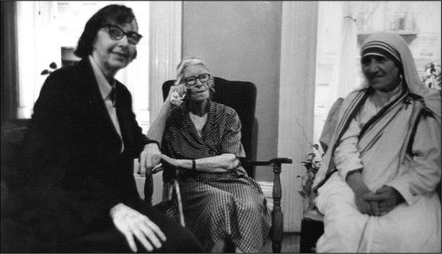 Eileen Egan, Servant of God Dorothy Day and St. Theresa of Calcutta at the Catholic Worker's Maryhouse in New York City in 1979.  (Photo: Bill Barrett/Marquette University Archives)