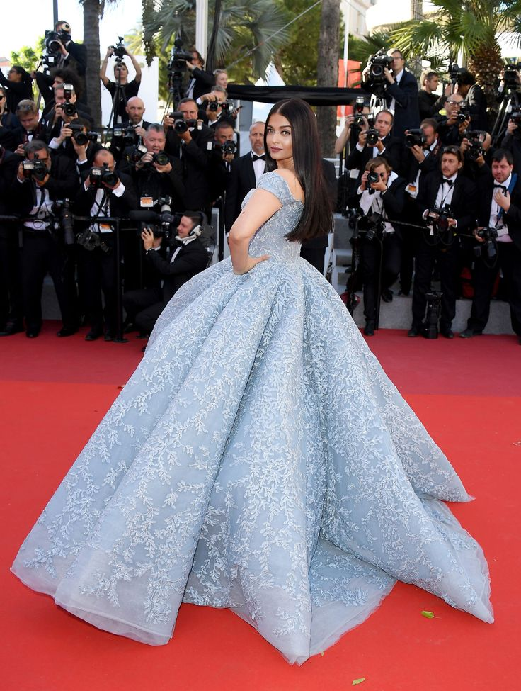 Aishwarya Rai Goes Full-Out Cinderella at Cannes Film Festival