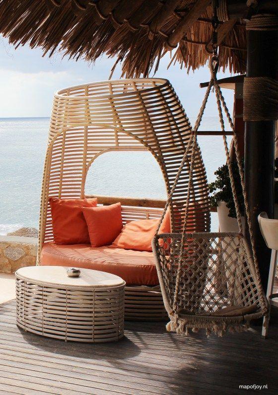 Theros Wave Bar, Santorini hot spot - Map of Joy