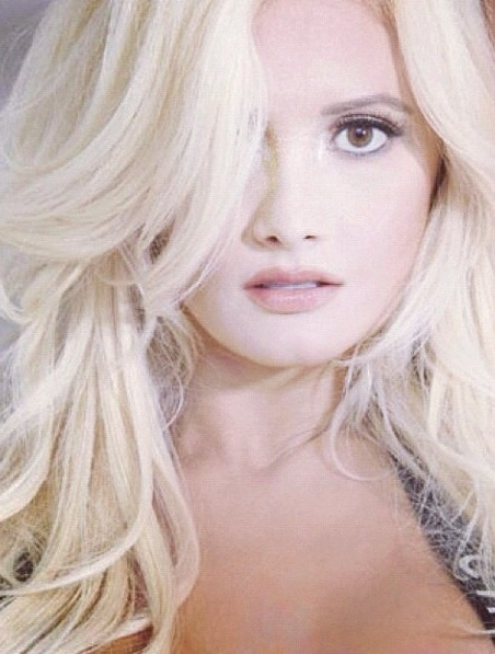 holly madison. simply beautiful.