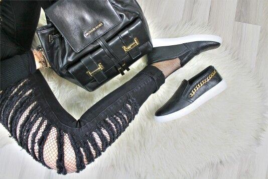 Con l'abbinamento Michael Kors / Guess avrai la sensazione che tutti caschino ai tuoi piedi. Non ci credi? Vieni a provarli, ti aspettiamo! :) www.riccishop.it  #zaino #marly #scarpe #guess #sneaker #moda #donna #borse #shopping #stile #bella #black #roma #outfit #stupendo #mfw #adoro #tiamo #snekaers #scarpe #borsa #comoda #scarpenuove #primavera #totalblack #molise #ragazza #borsanuova #zainetto