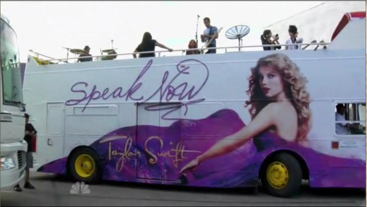 taylor swift on her tour bus | From Baizen With Love ...
