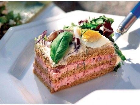 Silltårta med ansjovis och rödbetor