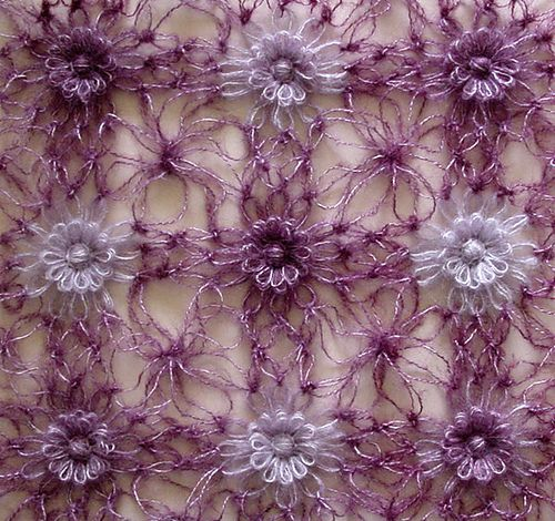 Ravelry: Solomon's Knot Join for Flower Looms pattern by Sarah Bradberry.  Another fine join tutorial.  Love it.  Love her color choices here also