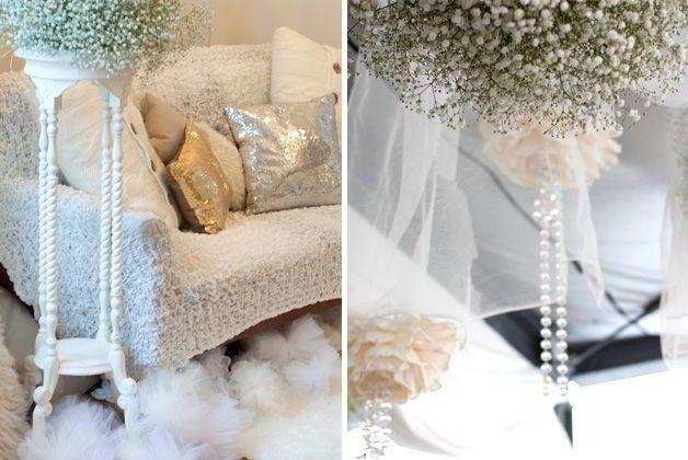 不思議な世界観を表現した「白色・ホワイト」がテーマカラーの結婚式。会場はスタジオで、オリジナル会場装飾にこだわったおしゃれな飾り付け!カスミソウの装花に白い食材のお料理、白いファーのラグにソファとクッションでアットホームな雰囲気のパーティです。