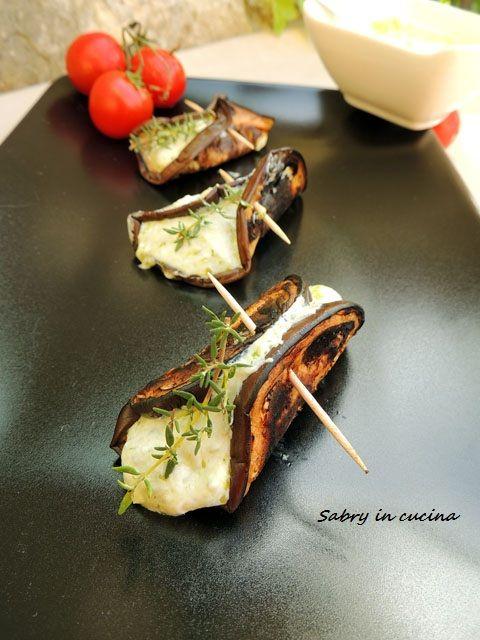 Involtini di melanzane ripieni, ricetta facile e leggera, melanzane grigliate farcite di yogurt greco e pesto, ricetta Sabry in cucina Blog