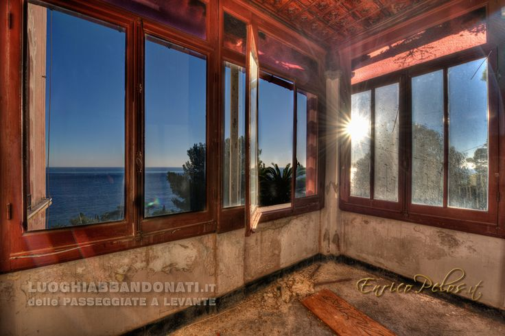 VILLA WINDOWS AT SUNSET ON LIGURIAN RIVIERA - FINESTRE AL TRAMONTO SULLA RIVIERA LIGURE