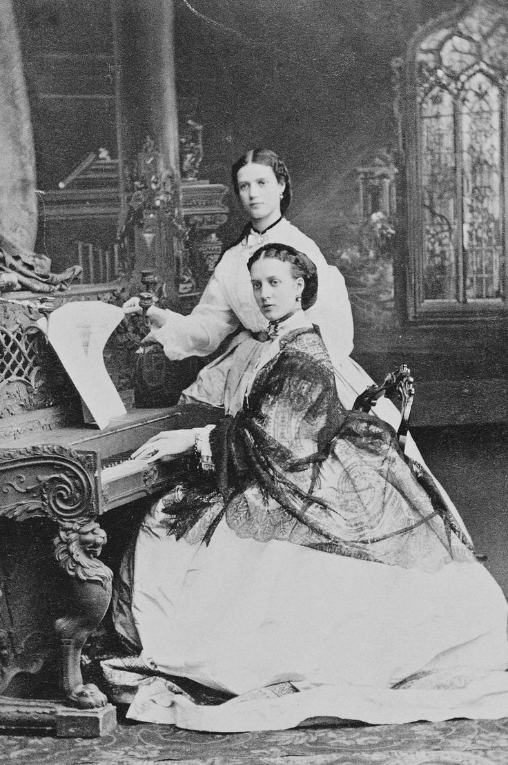 Александра Датская и принцесса Дагмар Датская 1863