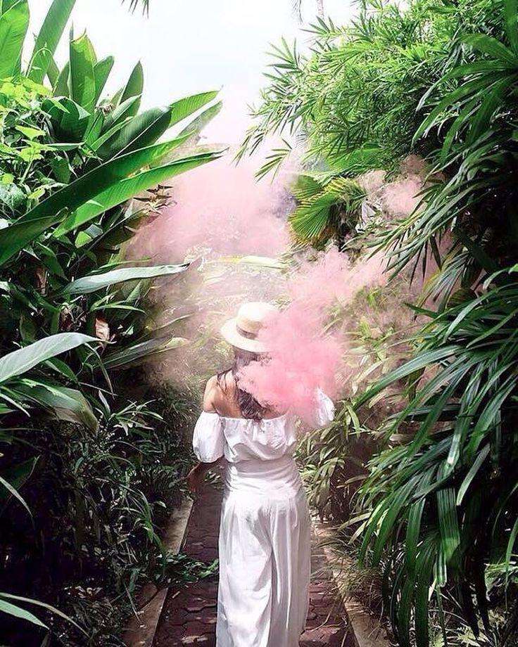 . SooBali Villas Seminyak - walking down the green alley towards our beautiful villas : @medinapuspita - Book directly on our website www.soobali.com . . #soobalivillas #soobaliwhitestone #soobaliatapputih