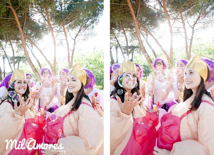 Fotografías bonitas y divertidas con tus amigas en la  celebración de despedida de soltera Madrid y Zaragoza. http://www.milamoresfotografia.com/despedidas-de-soltera/despedida-de-soltera-celebracion-rosa-y-bea