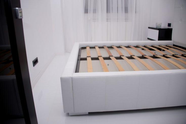 Mobila Dormitor Pat tapitat cu Piele Ecologica Alba
