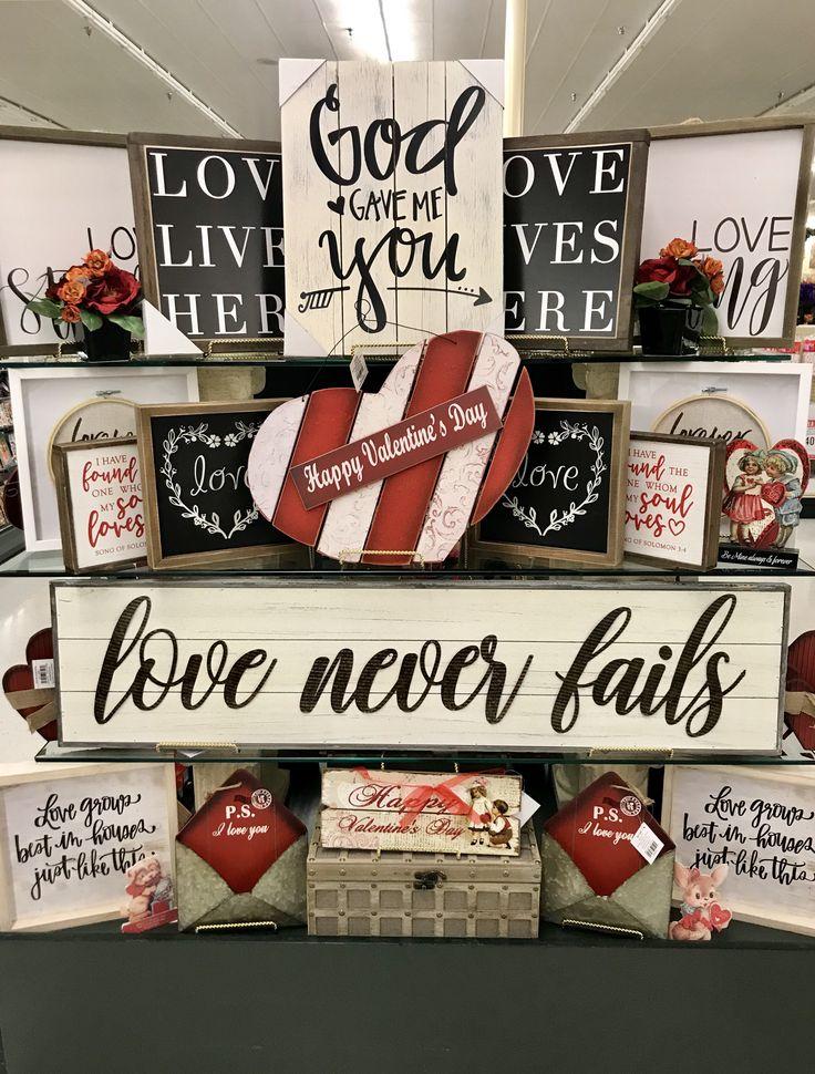 Hobby Lobby Merchandising Tisch zeigt Arbeit – Farmhouse Signs