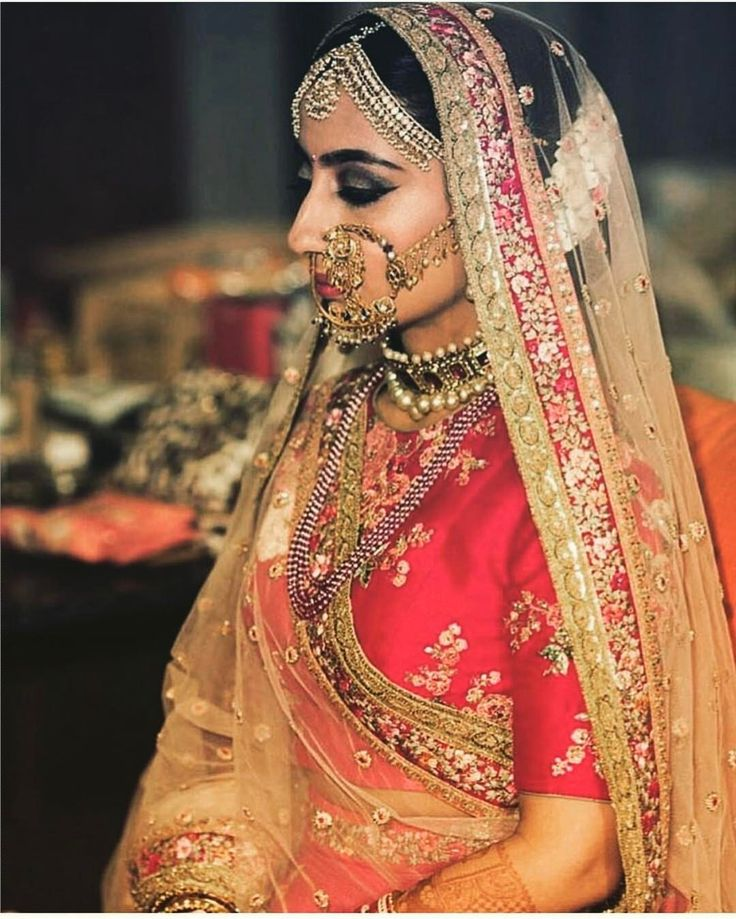"""6,255 Likes, 5 Comments - Indianstreetfashion (@indianstreetfashion) on Instagram: """"Much stunning  Amazing bridal style cues from this stunner .. shutterbugs : @cupcakeproductions13…"""""""