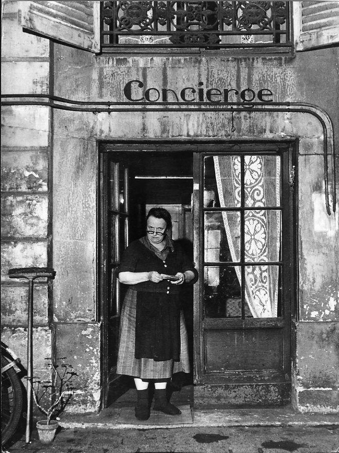 Robert Doisneau - Concierge aux lunettes, 1945.
