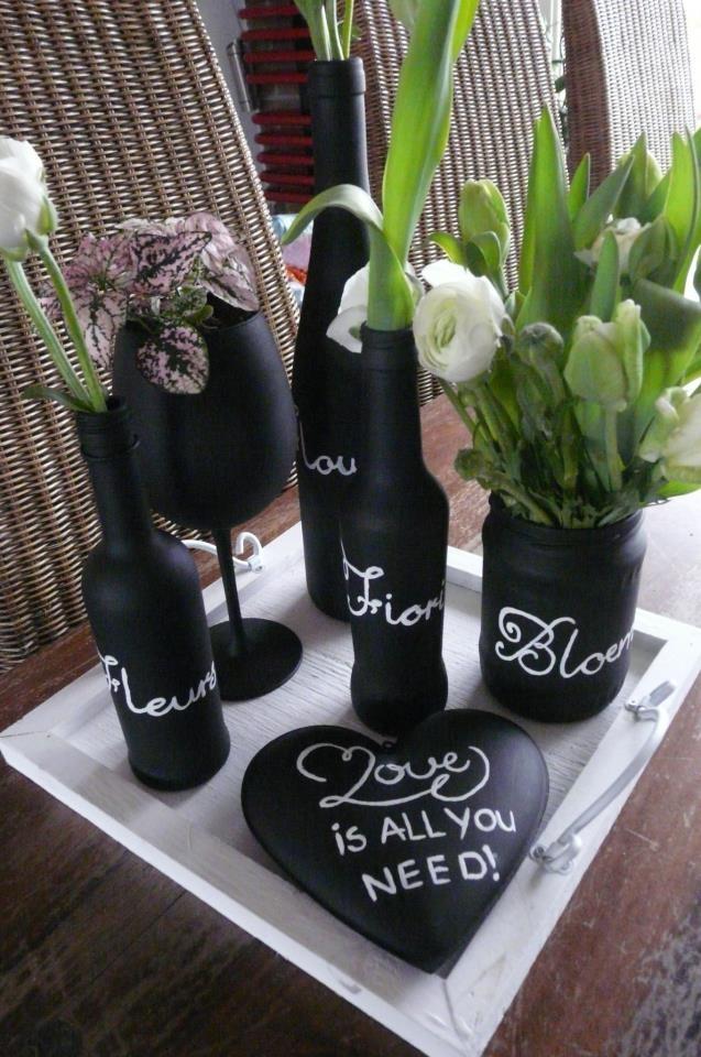 Flessen en wijnglas verven hart en bloemen erbij..... klaar