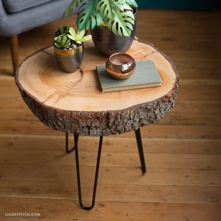 Sie benötigen wirklich nur wenige Materialien, um diesen stilvollen DIY-Holzscheibentisch zu