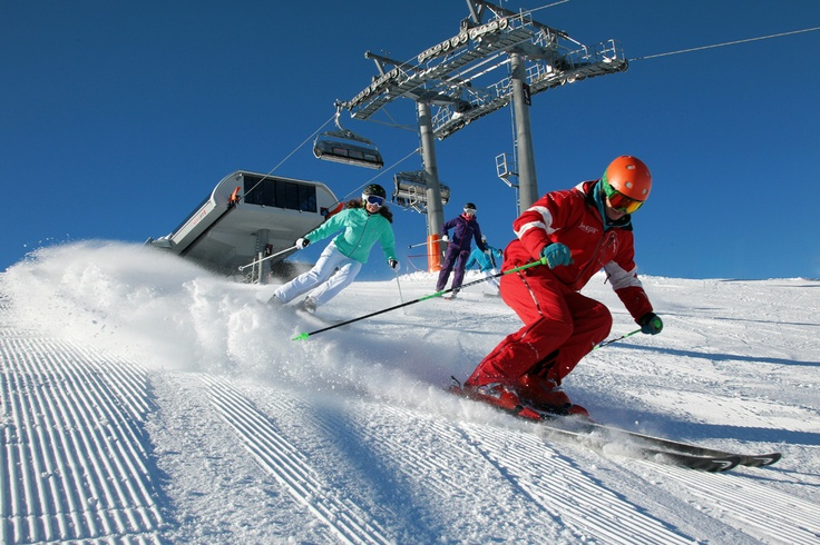 Flachau verfügt über 7 ausgezeichnete Skischulen  Flachau offers 7 ski-schools