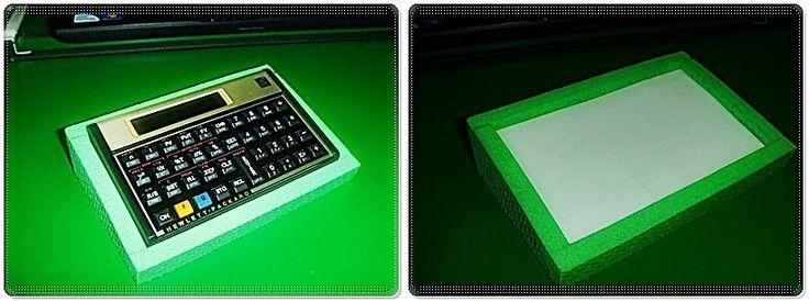 Base para calculadora HP 12C, inclina em 30° para visualizar melhor o visor! Confeccionado em EVA ficando leve e fácil de utilizar!