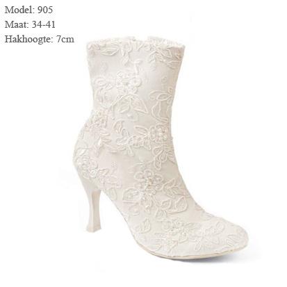 Geweldige bruidslaarzen model 905 van Gino bruidsschoenen collectie.