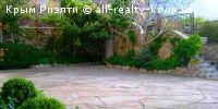 #Ялта, Понизовка #Сдам в аренду: Вилла в п. Понизовка  Вилла находиться в Ялте, п. Понизовка. Изолированную территория с ландшафтным дизайном,много вечнозеленых растений, места для отдыха, каскадный декоративный водопад, фонтан, беседки, парковка для автомобилей.Вилла состоит из двух строений: основного- трехэтажный дом и гостевого- двухэтажный коттедж- сруба.Трехэтажный особняк- пять отдельных спален, кухня, банкетный зал, четыре с/у, большая видовая терраса.Каждая спальня с двуспальной…