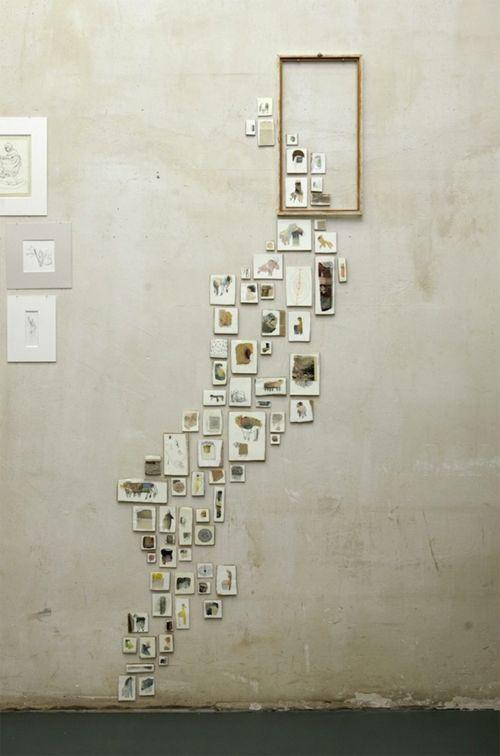 """ideia de que tudo que está fora forma o conteúdo do interior da moldura  """"Monja Gentschow installation art piece. Brilliant. Looks as if the pictures are escaping/travelling through the space."""""""